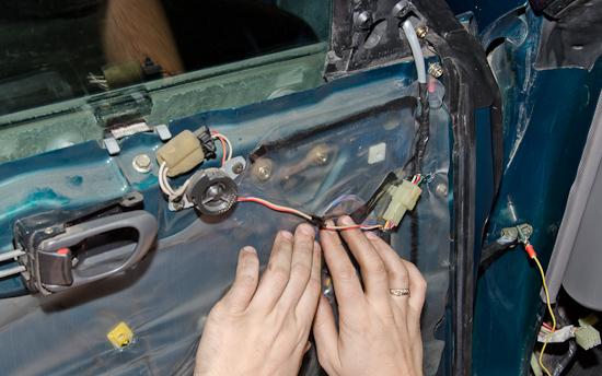 Замерзают стекла в машине изнутри: что делать, как решить проблему?